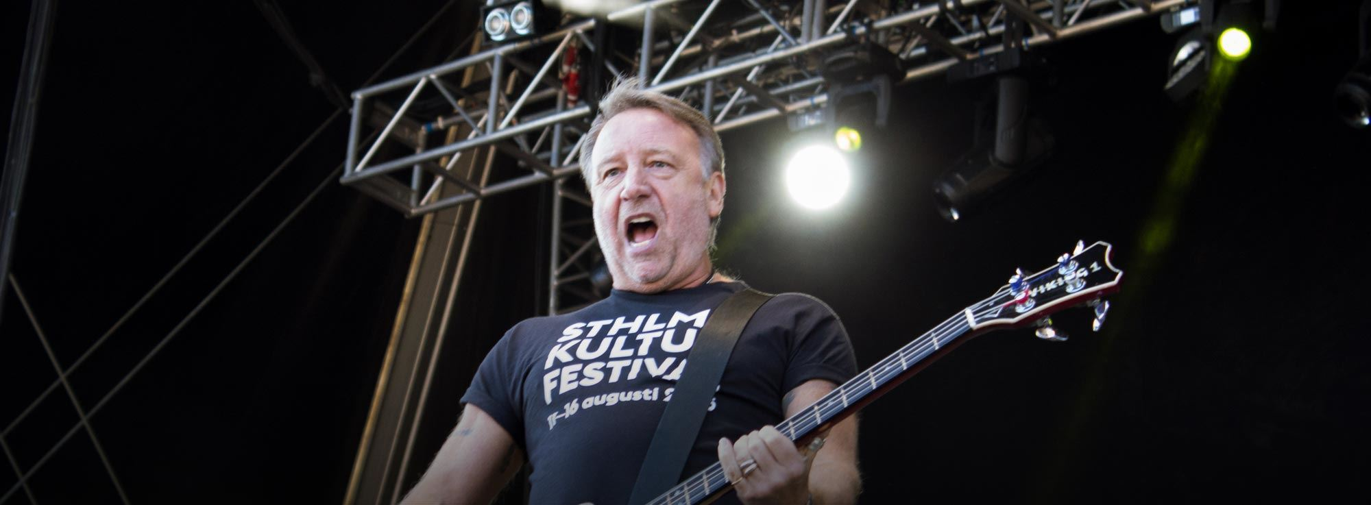 Bisceglie: Peter Hook and The Light