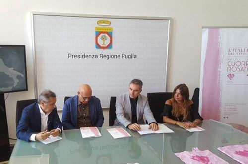 """Aereoporti di Puglia colorati di """"rosè"""" per la campagna promozionale"""