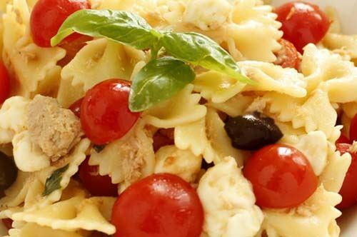 Insalata di pasta mediterranea, primo piatto estivo e semplice da preparare