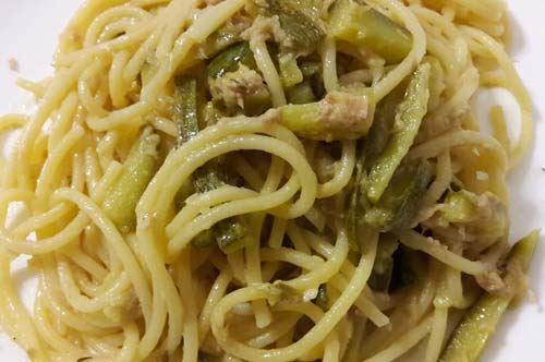 Spaghetti tonno, limone e zucchine, un primo di mare e terra semplice e veloce