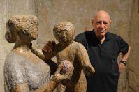 Pietro Guida con le sue sculture in cemento e gesso in mostra a Manduria