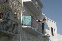 Tuffo dal balcone come fuori gara spettacolare al Red Bull Cliff Diving