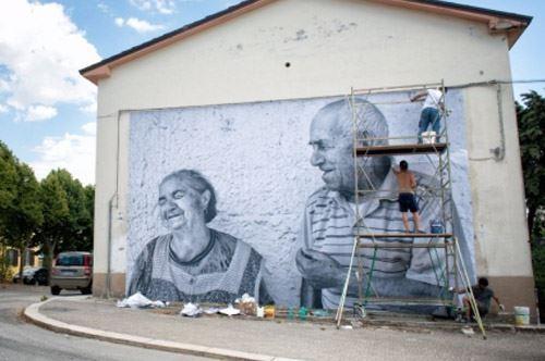 Anziani ad Accadia, i volti e la storia sui muri del comune dauno
