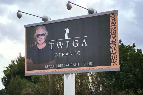 Dov'è il Twiga di Briatore? Il cartellone fantasma accoglie turisti in Puglia