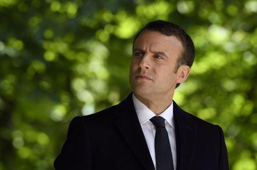 Macron primo presidente francese in vacanza in Puglia tra trulli e spiagge