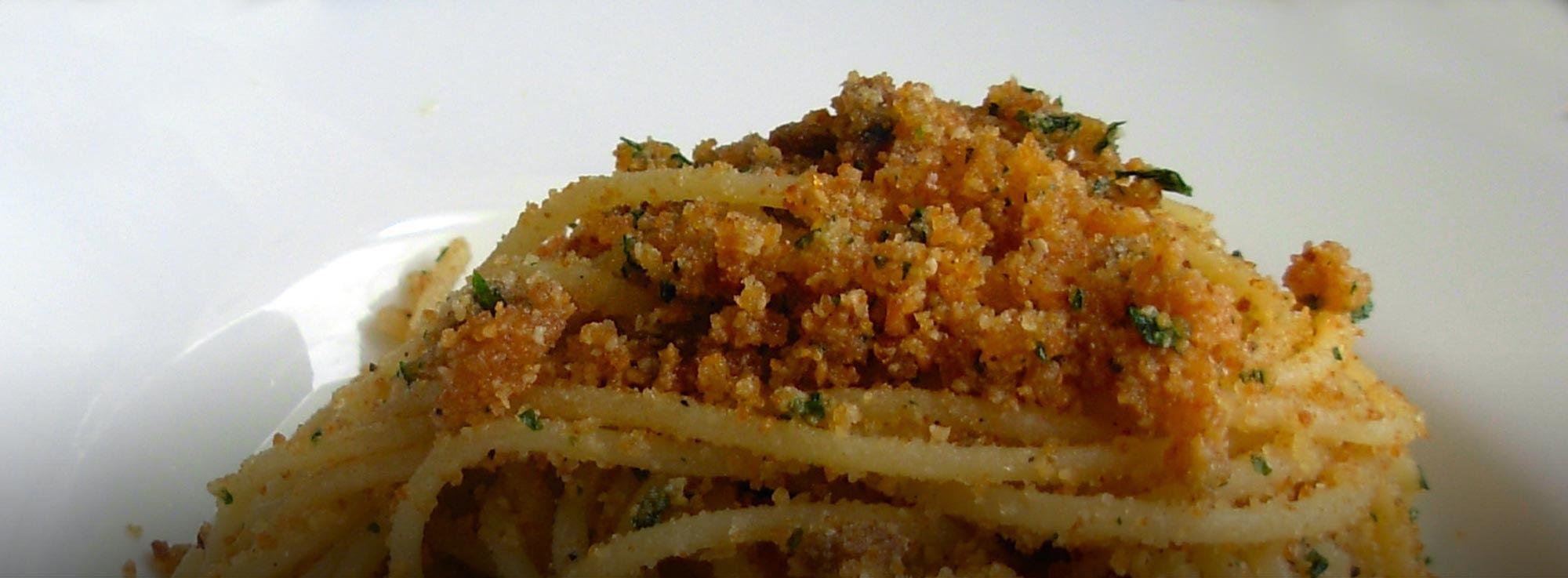 Ricetta: Troccoli pomodori secchi, acciughe e mollica di pane