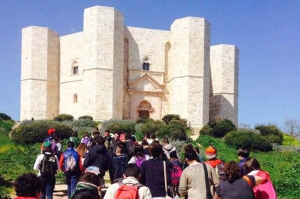 Castel del Monte, passeggiata con visita gratuita