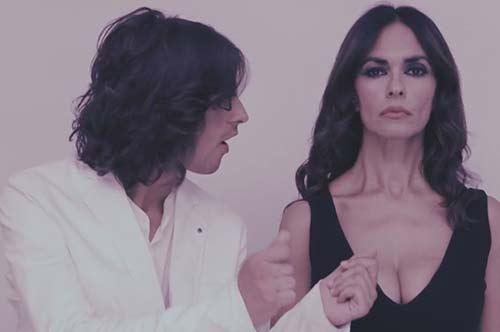 Maria Grazia Cucinotta protagonista del videoclip Barcollo girato a Zapponeta