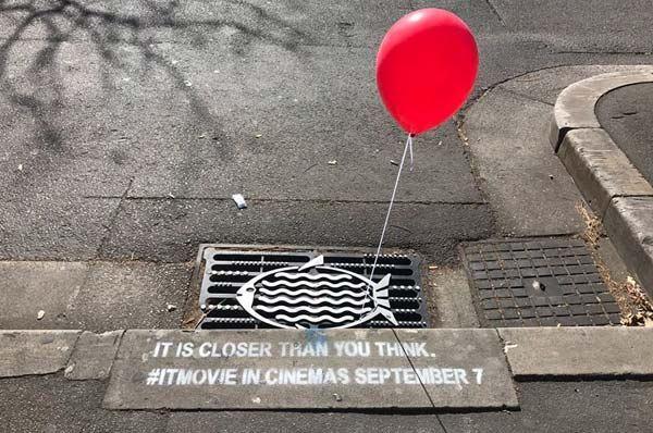 IT fenomeno, lancio del film con le città pugliesi invase da palloncini rossi