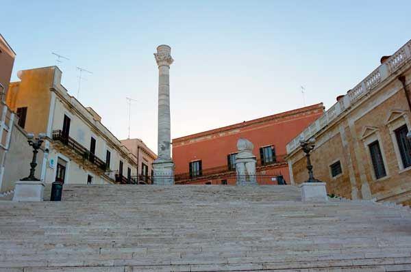 Cosa fare a Brindisi, un tour guidato per le strade tra sapori e cultura
