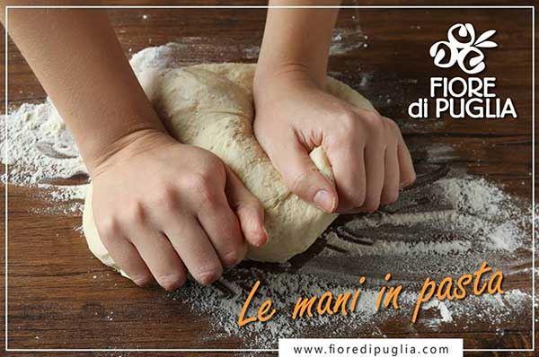 """Fiore di Puglia, i bambini preparano taralli con """"Le mani in pasta"""""""
