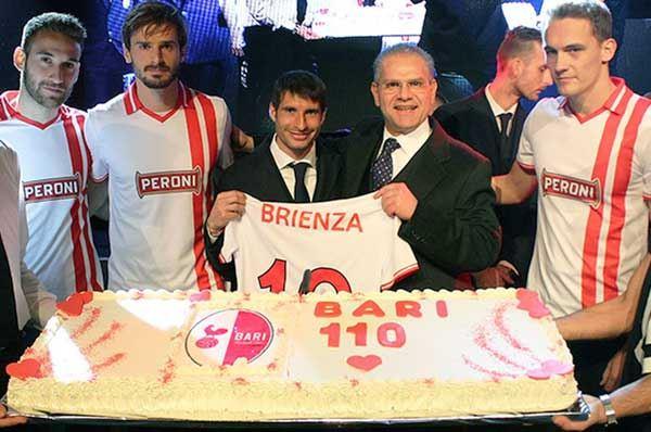 Bari, la squadra festeggia i 110 anni con una maglia celebrativa