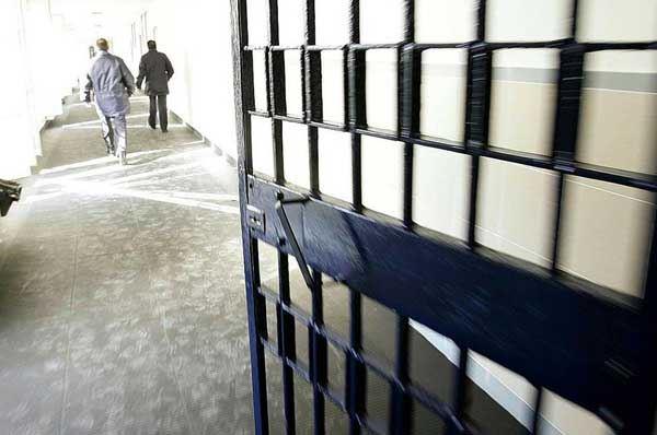 Detenuti creano confezioni per medicinali: progetto del carcere di Foggia