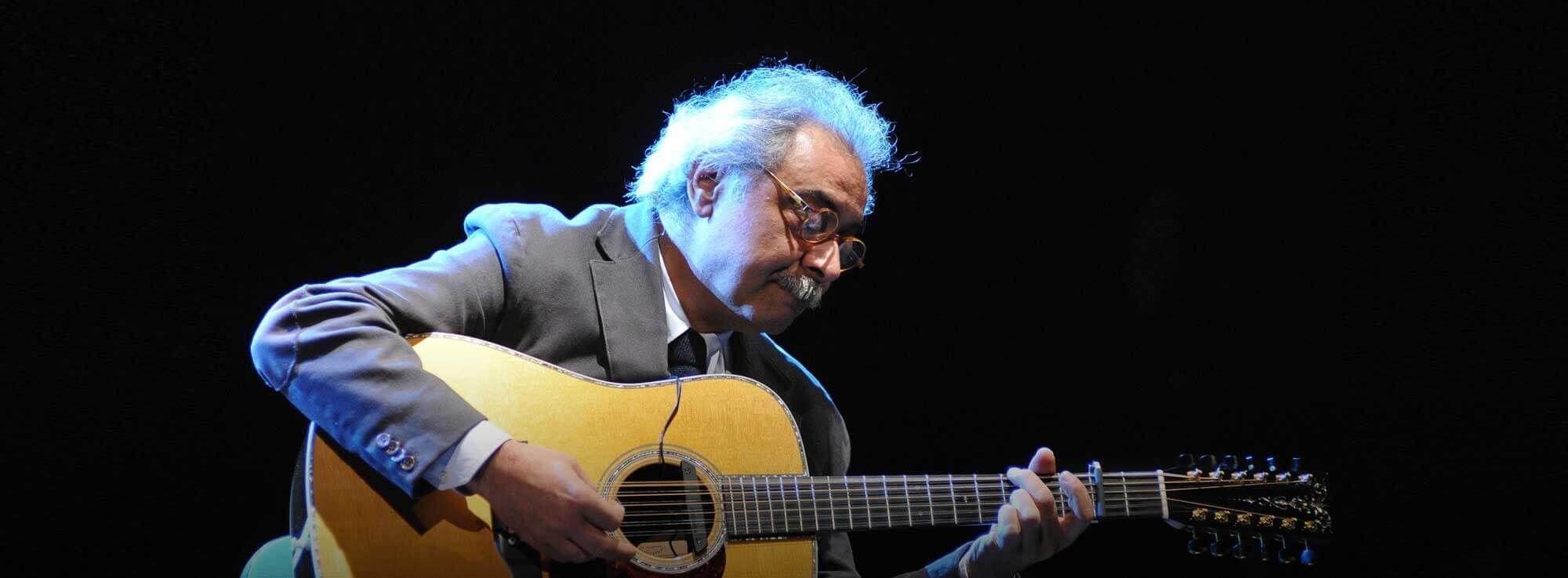 Corigliano d'Otranto: Marco Poeta suona Sergio Endrigo