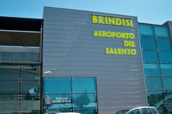 Aeroporto di Brindisi aumenta i suoi spazi e sostituisce quello di Bari