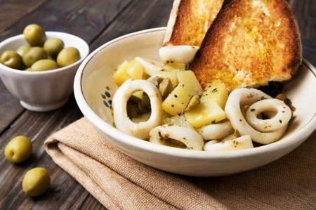 Calamari con patate e olive pugliesi, secondo di mare e terra