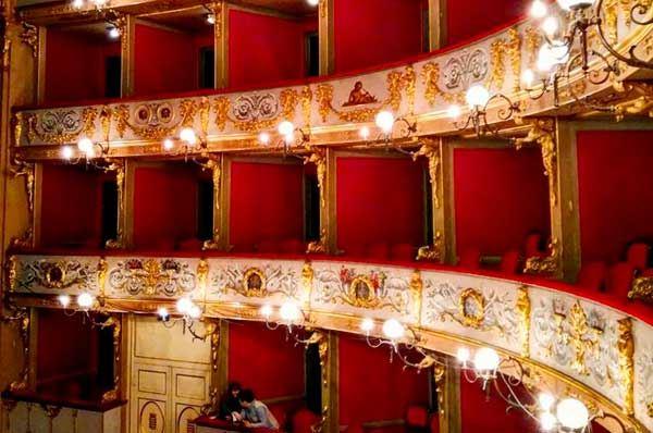 Una Puglia ricca di teatri: i più affascinanti palcoscenici della regione