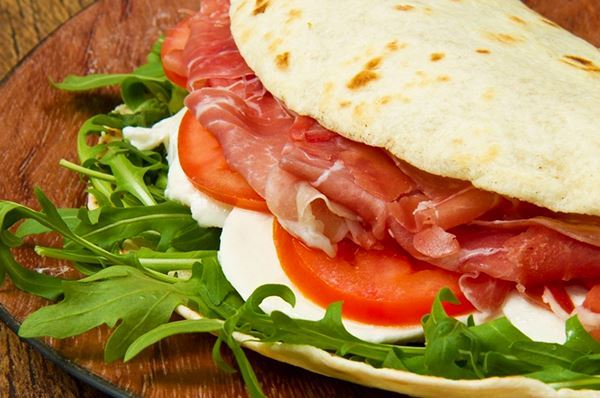 Street food in Puglia, dal panzerotto alle popizze in regione vince il sapore