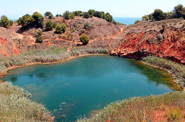Cava di Bauxite ad Otranto, uno spettacolo di colori e natura