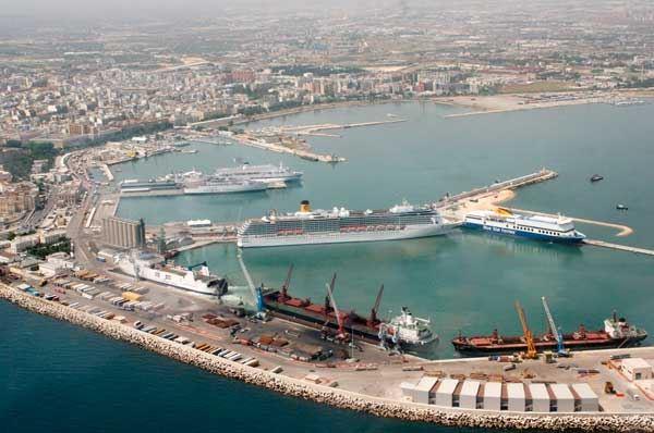 Porto di Taranto, quattro candidati per l'uso del molo polisettoriale