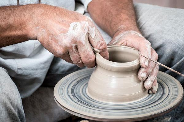 Ceramiche di Grottaglie, dalle botteghe artigianali al pumo pugliese