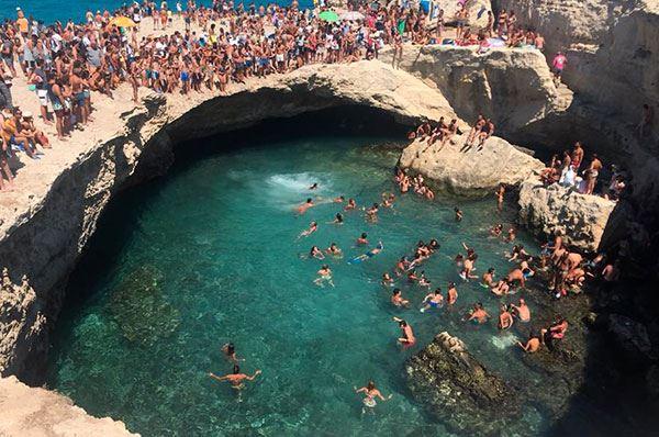 Grotta della Poesia, colori ed atmosfere incantate nel Salento