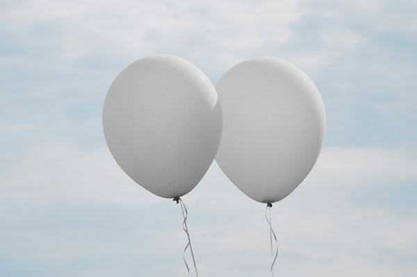 Lanciano palloncini a festa da Foggia, li trovano in Montenegro