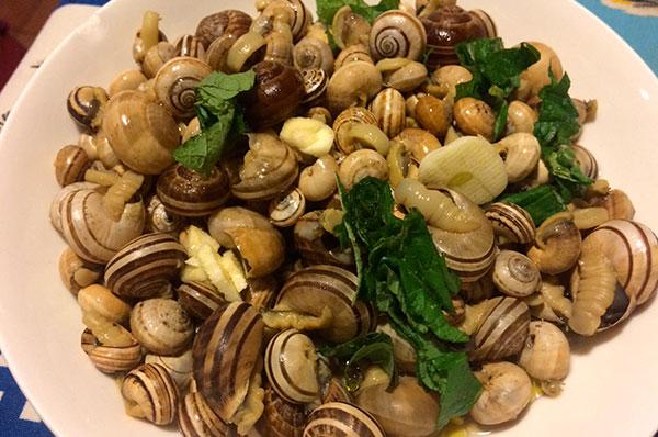 Lumache con aglio e peperoncino
