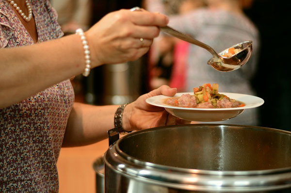 Costa Crociere dona pasti alla mensa dei poveri di Bari
