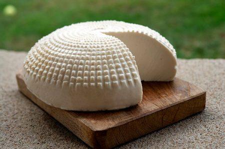Primo sale, gustoso formaggio artigianale tipico del meridione