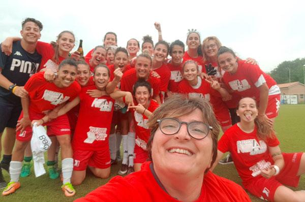 Il calcio femminile nelle piazze con il crowdfunding della Pink Bari