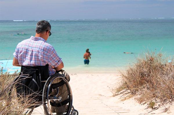 Legge per accesso dei disabili in spiaggia, via libera in commissione