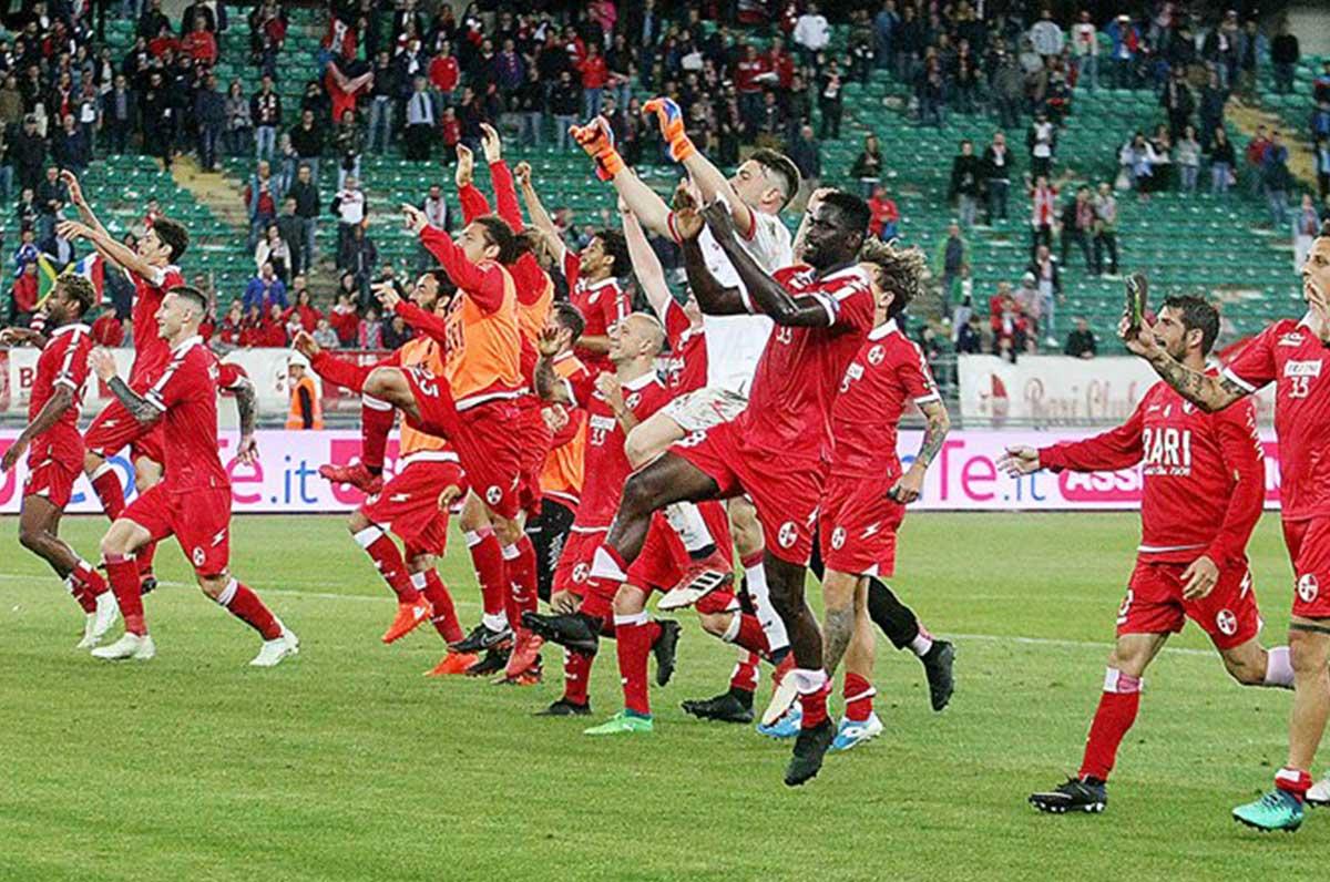 Bari, 110 anni di calcio non si cancellano, si parte dal basso per rifondare la storia