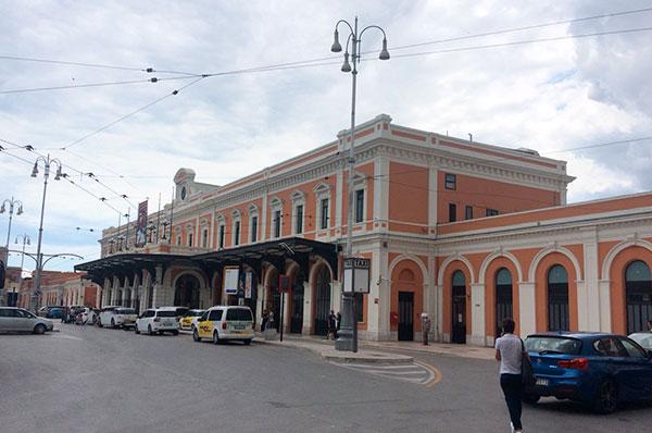 Memoriale per vittime del disastro ferroviario, a Bari sindaco in piazza
