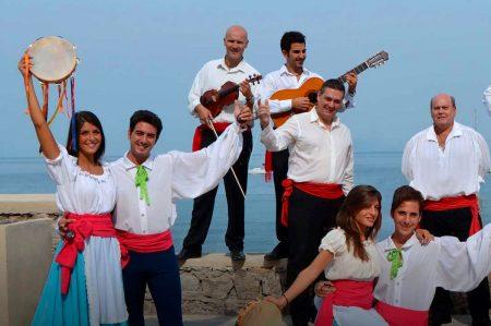 Serenata alla Tarantella: musica popolare sulla spiaggia di Pizzomunno