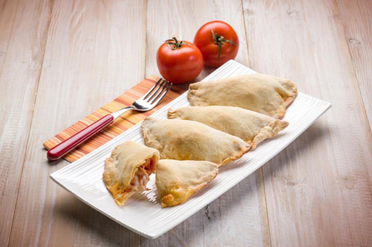 Panzerotti e le loro varianti, non solo mozzarella o pomodoro