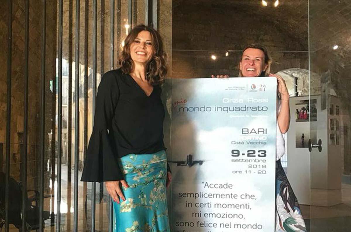 Tutto il mondo in una mostra a Bari con fotografie dell'hostess di Alitalia