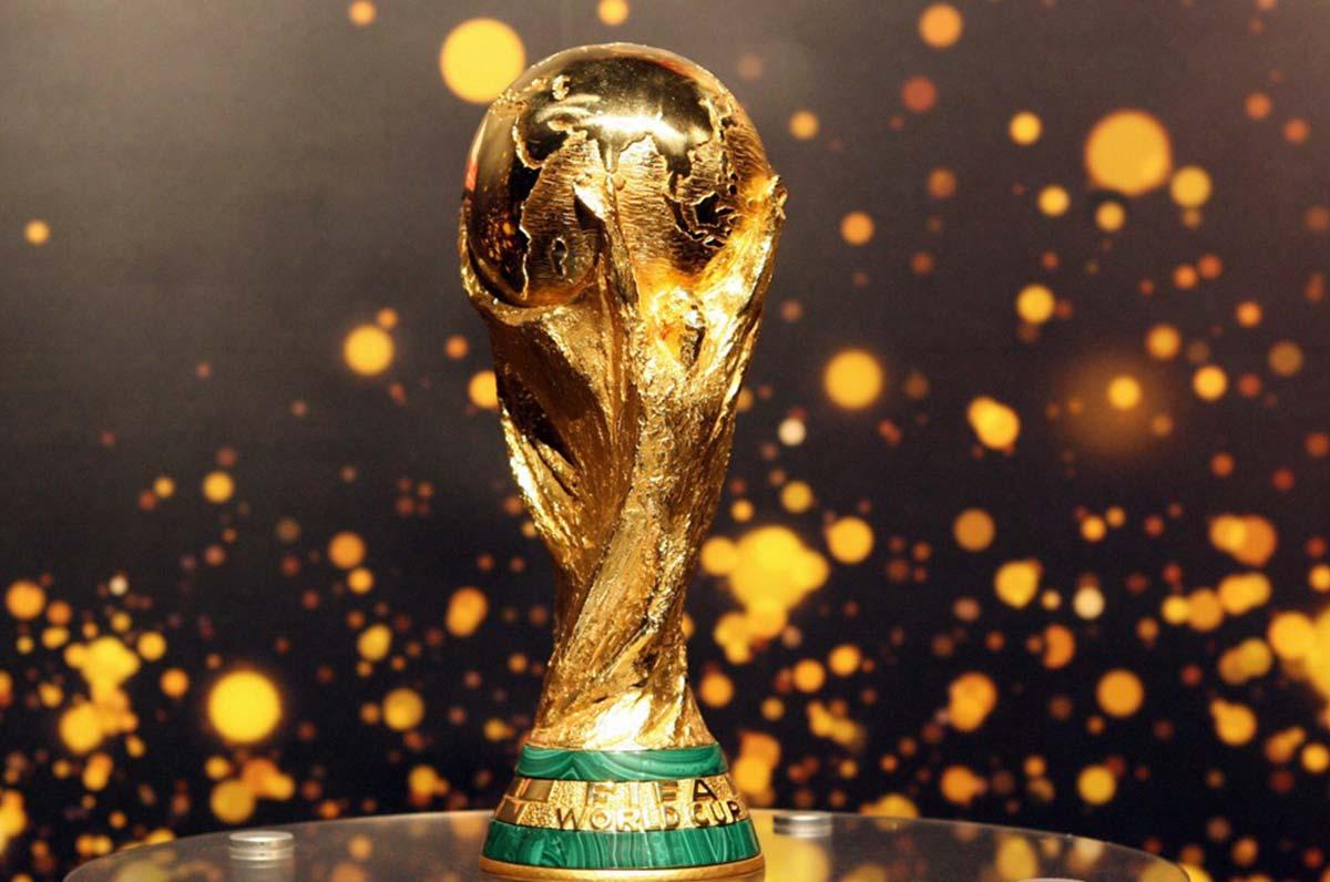 Il Museo del calcio fa tappa a Bari con Coppe del Mondo, magliette e cimeli