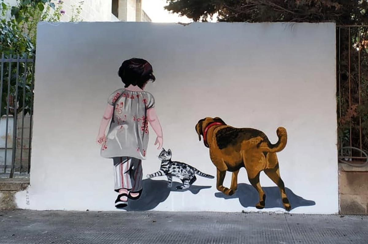 """Nardò dice """"No"""" al randagismo con l'arte: il murale apparso in città"""