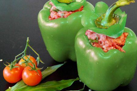 Peperoni verdi ripieni di salsiccia, secondo sostanzioso e gustoso