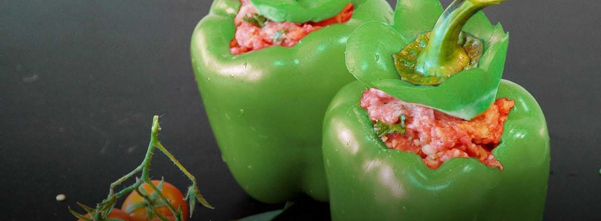Ricetta: Peperoni verdi ripieni di salsiccia