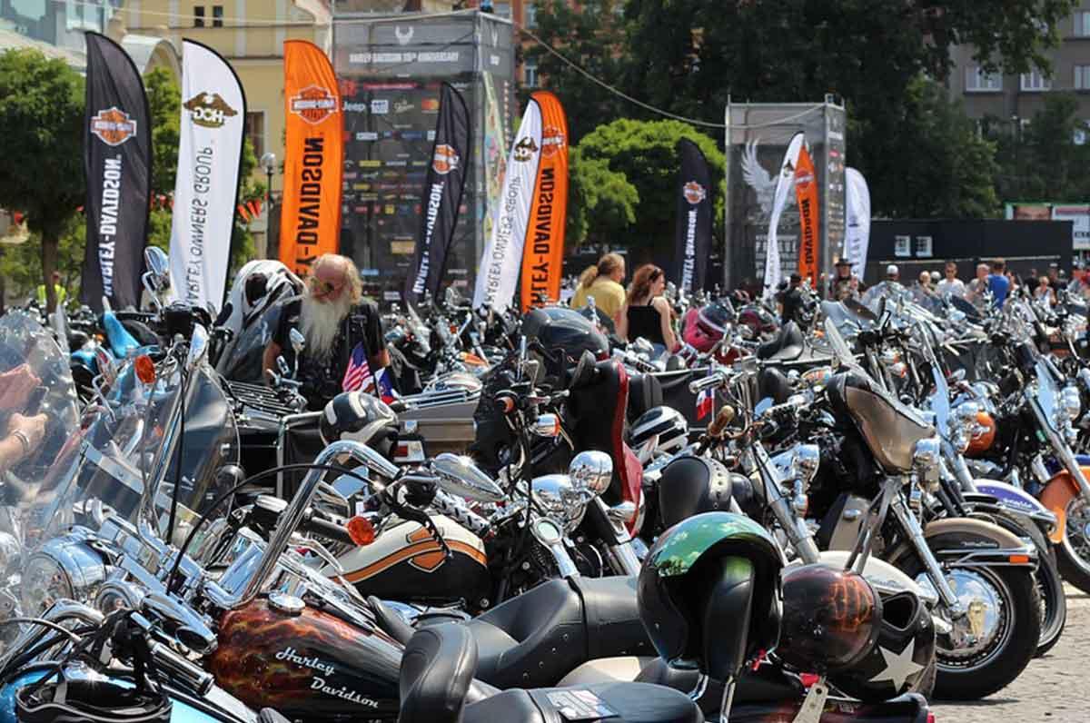 Raduno di Harley Davidson per combattere il tumore con l'Ant