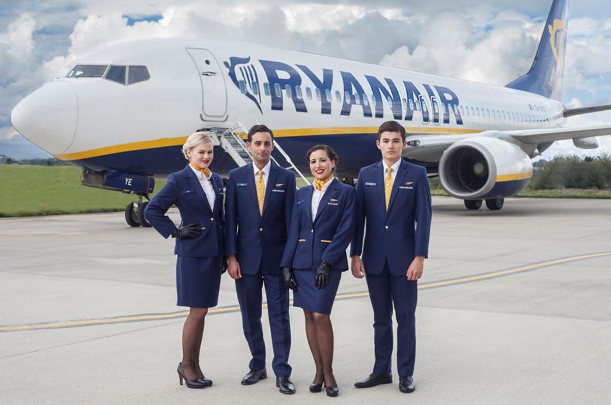Ryanair a Bari cerca personale di volo: le selezioni