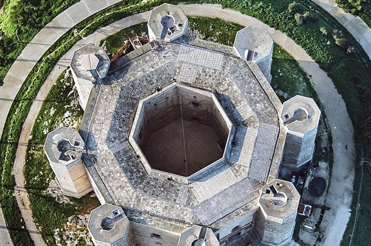 Otto e ottagoni, numeri e forme tra i misteri di Castel del Monte