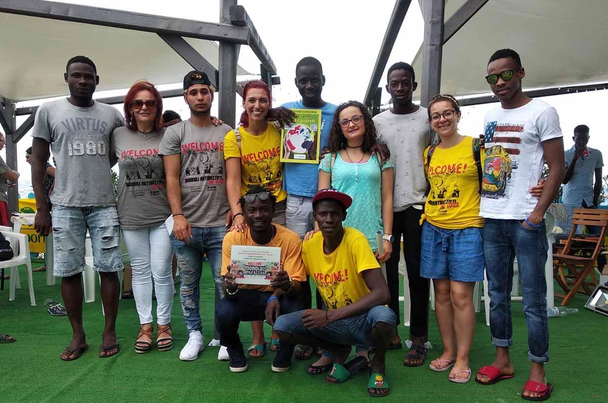 Lo Svegliarci di Palagiano ai Mondiali Antirazzista in tour al Sud