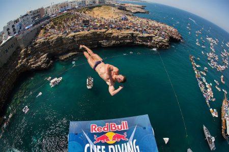 Red Bull Cliff Diving al via, i tuffi più belli live a Polignano a Mare