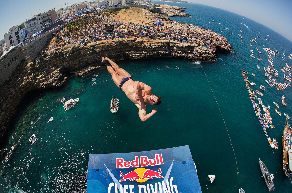Red Bull Cliff Diving al via, i tuffi più belli live a Polignano a Mare