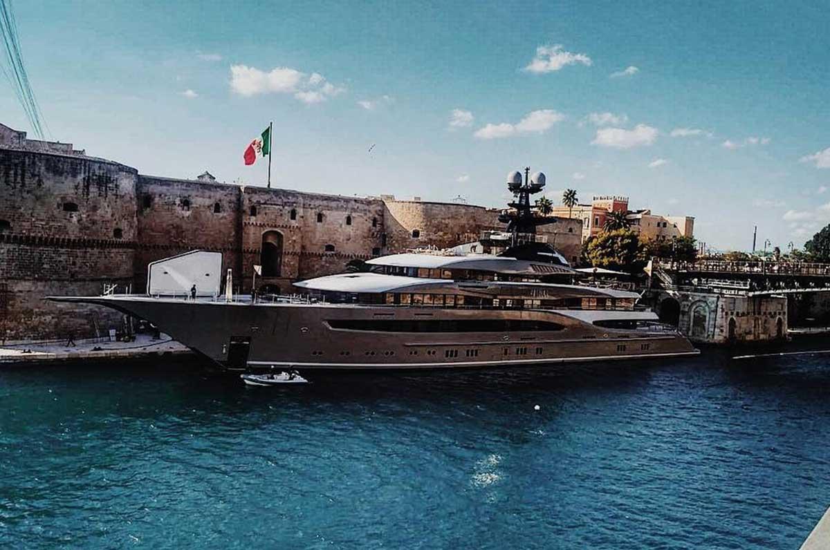 Uno yacht da 65milioni di dollari a Taranto per Six Underground