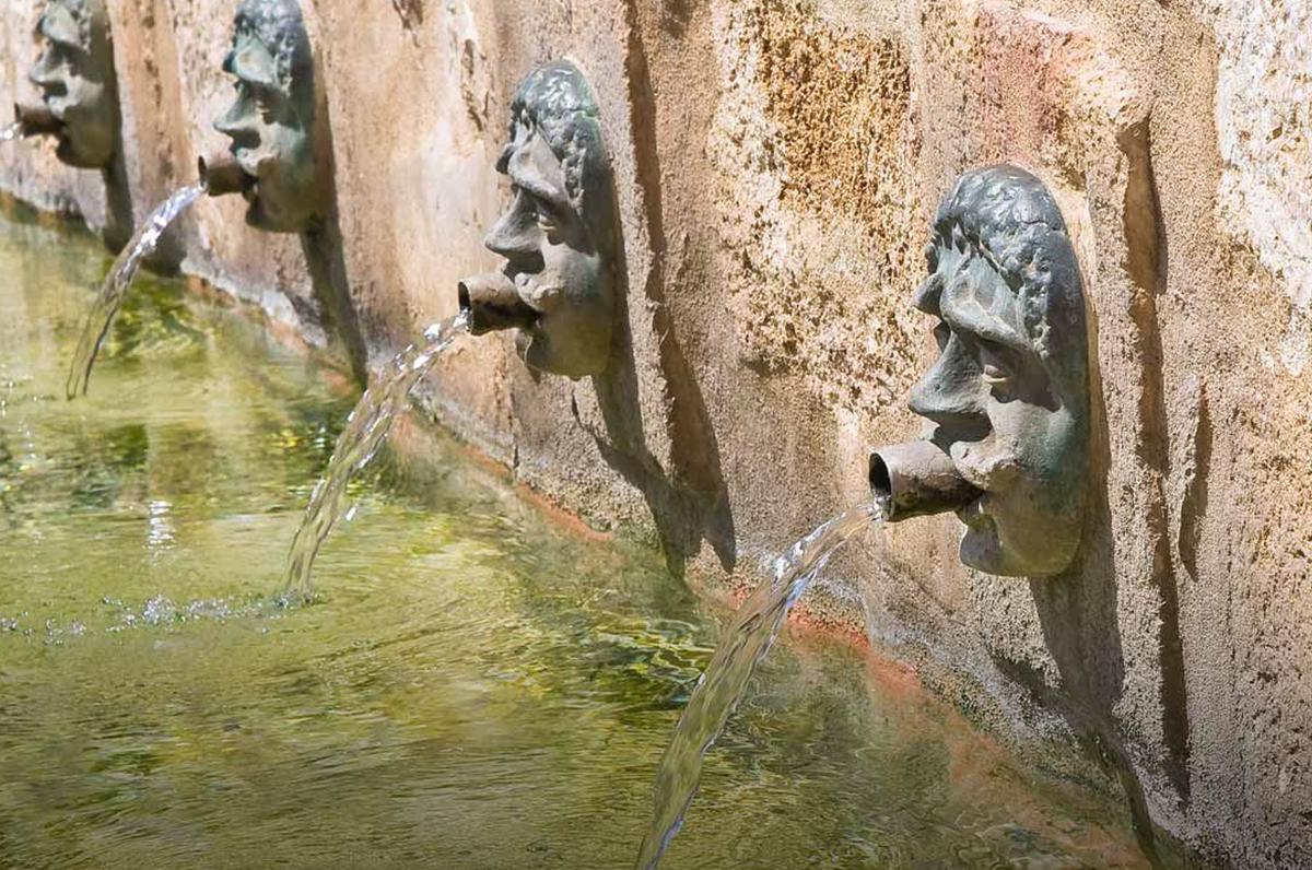 Fontana Medievale e Mascheroni Rinascimentali, il passato di Laterza