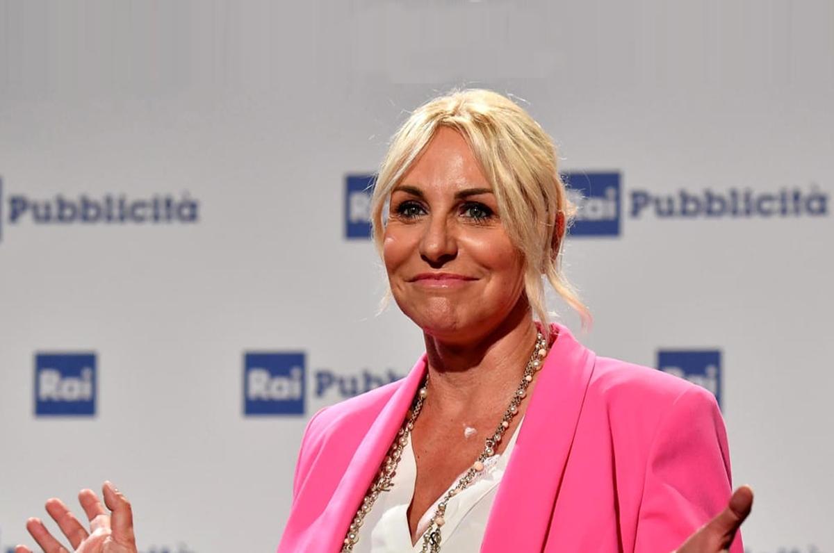 Portobello giunge in teatro a Barletta, diretta Rai con Antonella Clerici